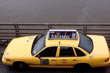 New York - Taxi auf dem Williamsburg Bridge