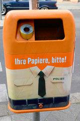 Ihre Papiere  bitte