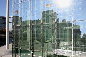 Reichstag aus dem Spreeufer