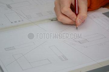 Geometrische Bleistiftzeichnung wird erstellt