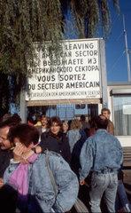 Freudentraenen an der Berliner Mauer