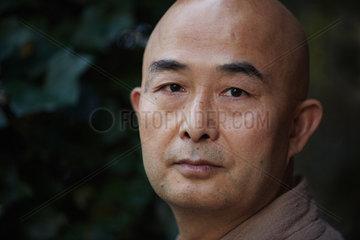 LIAO  Yiwu - Portrait of the writer