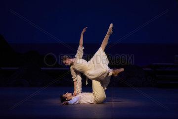 DAPHNIS UND CHLOE - Szenenfoto des Balletts