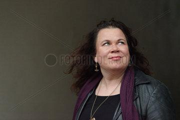 LEHTOLAINEN  Leena - Portrait of the writer
