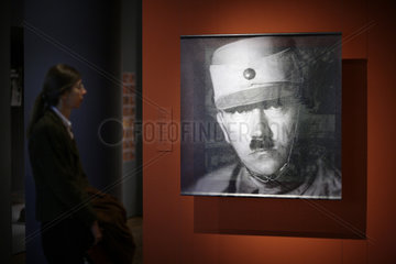 exhibition Hitler and the Germans