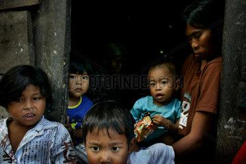 Eine Zigeunerfamilie die an den Folgen der Tsunami Katastrophe leidet