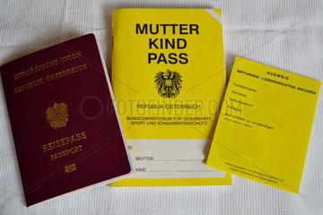 Reisepass  Impfpass und Mutter-Kind-Pass