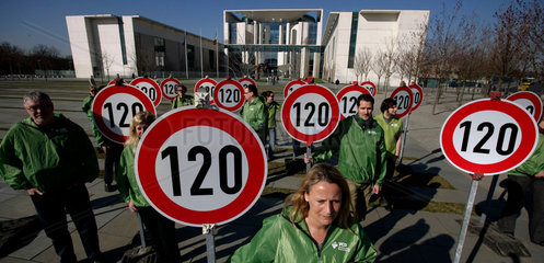 Germany debates speed limits for famed freeways