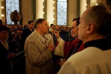 Katholiken betrauern den Tod von Papst Johannes Paul II