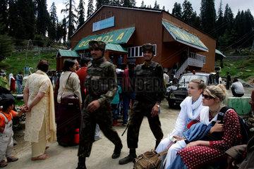 Zwei amerikanische touristinnen in Kaschmir