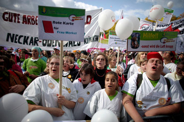 Health workers stage protest in Berlin