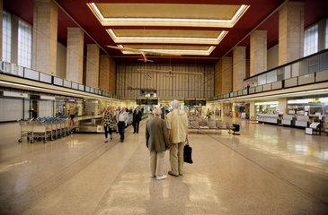 Tempelhof airport to be closed 2008