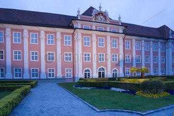 Abendstimmung  Neues Schloss und Schlosspark  Meersburg  Bodensee  Baden-Wuerttemberg  Deutschland  Europa