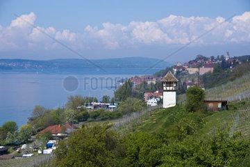 Winzerturm oberhalb der Haltnau am Bodensee  mit Blick auf Meersburg  Baden-Wuerttemberg  Deutschland  Europa