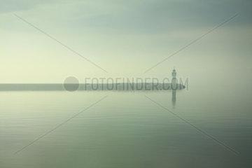 Leuchturm im Nebel
