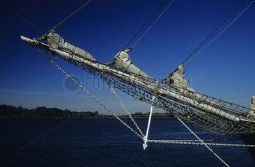 Netz am Bugspriet fuer Stagsegel eines Segelschiff