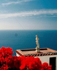 Blick aufs Meer  Praiano Amalfi Kueste