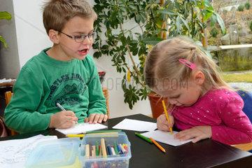 Siblings when drawing