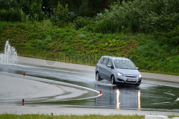 Auto-Fahrtechniktraining auf Uebungsgelaende