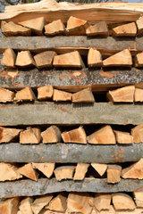 Brennholzvorrat gestapelt