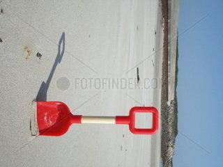 Schaufel am Strand