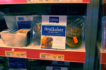 Walfleisch - Burger in einem Supermarkt auf den Lofoten  Norwegen.