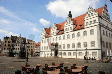 Der Marktplatz mit dem alten Rathaus von Wittenberg.