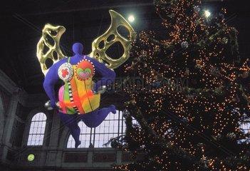 Der Engel im Bahnhof Zuerich an Weihnachten