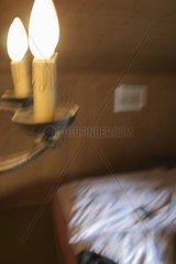 Kerzenlampe in Schlafzimmer