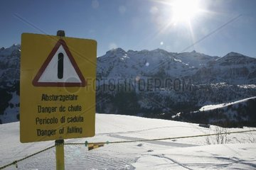 Warnschild an Skipiste