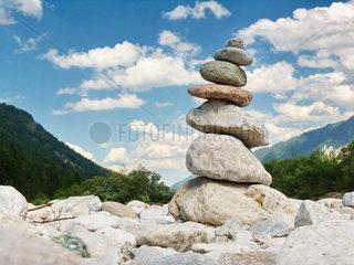 Steinfigur an der Isar in den bayrischen Alpen zwischen Lenggries und Wallgau im Vorderriss