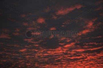 Beleuchtete Wolken  Abendrot  Sonne  Sonnenaufgang  Hoelle