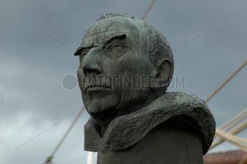 Roald Amundsen  der mit der Gjoa als erster durch die Nordwest-Passage segelte.