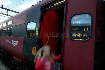 Der Nacht - Zug nach Bodo auf dem Bahnhof von Trondheim.
