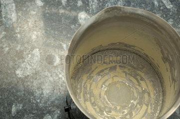 Kalk in einem Wasserkocher.