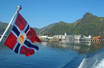 Abfahrt aus Svolvaer auf den Lofoten  Norwegen  mit dem Postschiff.