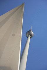 Der Fernsehturm in Berlin am Alexanderplatz.