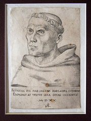 Martin Luther als Augustinermoench mit Tonsur. Kupferstich von Lucas Cranach d. Ae. (1520)