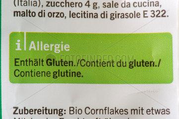 Deklaration fuer Allergiker auf einer Cornflakes-Packung: Enthaelt Gluten.