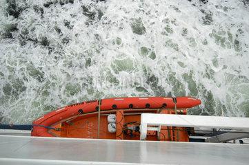 Das Rettunsgboot einer Faehre in Skandinavien.