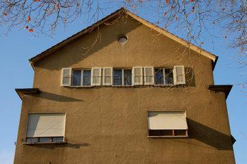Hausfassade am Morgen.