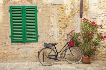 Fahrrad an einem Haus in der Toskana