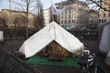 Fluechtlingslager am Oranienplatz  Camp  Kreuzberg  Berlin  Streiken  Fluechtlingscamp