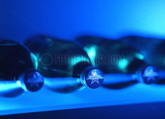 Flaschen  Getraenk  blau  Marke