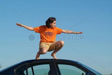 Freiheit  grenzenlos  Auto  Dach  Balance  balancieren  barfuss