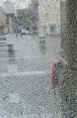 Zerbrochene Telefonhausfensterscheibe