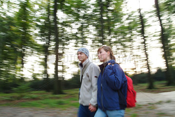 Geocaching: Schnitzeljagd via GPS  Wanderung  Spaziergang