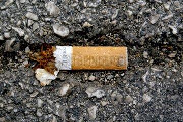 Zigarettenstummel auf Strasse