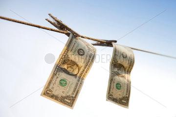1 Dollar; 1-Dollar-Note; 1-Dollar-Noten; 1-Dollar-Schein; 1-Dollar-Scheine; 1-Dollarnote; 1-Dollarnoten; 1-Dollarschein; 1-Dollarscheine; Banknote; Banknoten; bares Geld; Bargeld; Barmittel; Geschaeftswelt; CLEAN; Devisen; Dollar; Dollars; DRYING; FINANCI