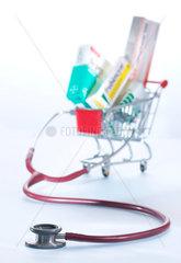 Internet; Apotheke; Internetapotheke; online; einkaufen; Einkauf; Medikament; Medikamente; Medizin; Pharma; einkaufen; shopping; Tabletten; sparen; Ersparnis; guenstig; billig; billiger; guenstiger; Preis; Arzneimittel; Arzneimittelhandel; bestellen; E-Comm